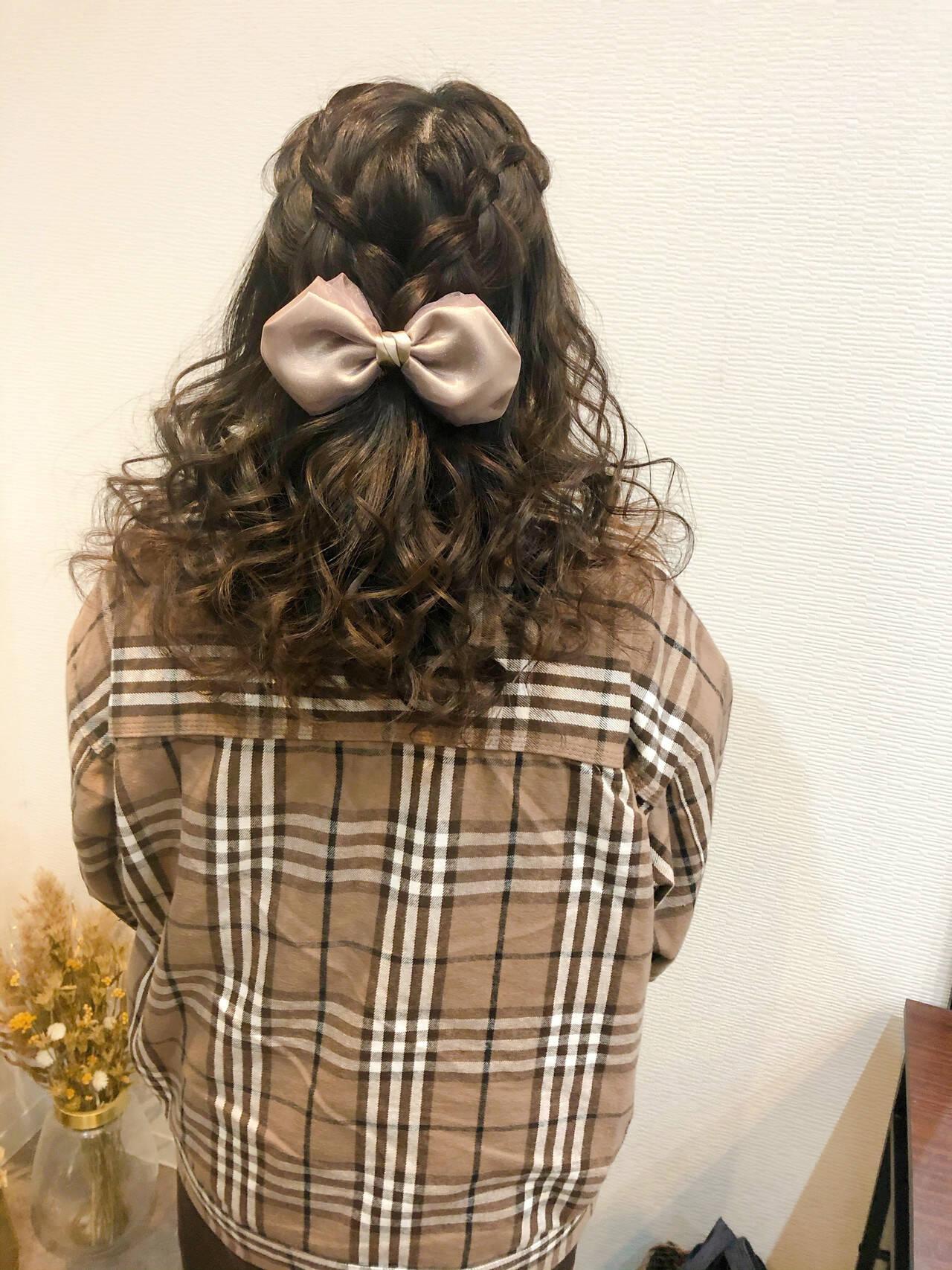 ヘアセット フェミニン 編み込み ヘアアレンジヘアスタイルや髪型の写真・画像