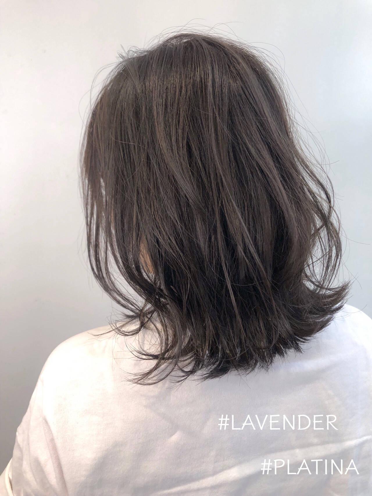 ミディアム ラベンダーグレージュ 外ハネボブ グレージュヘアスタイルや髪型の写真・画像