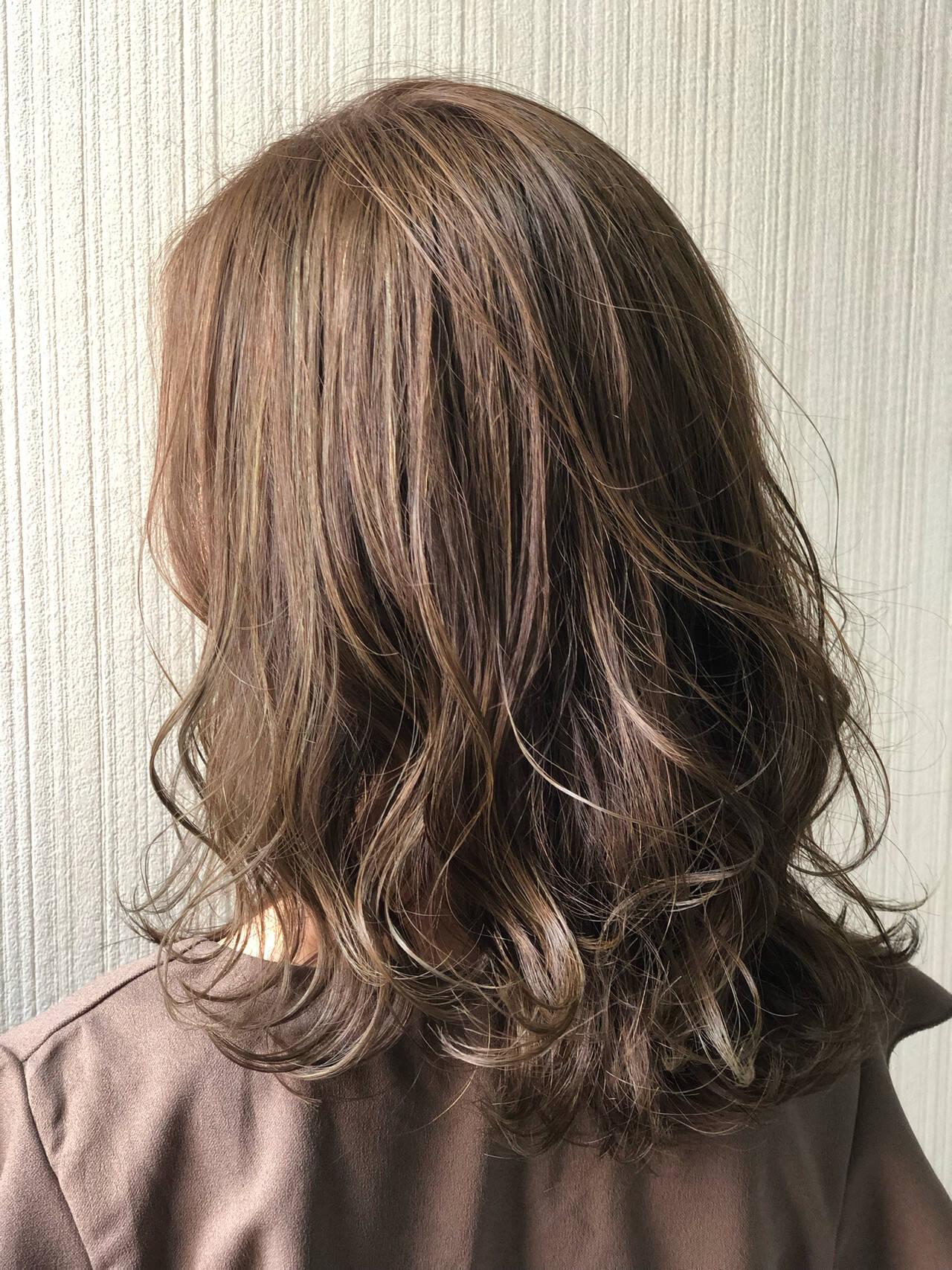 バレイヤージュ ミディアム 3Dハイライト コンサバヘアスタイルや髪型の写真・画像