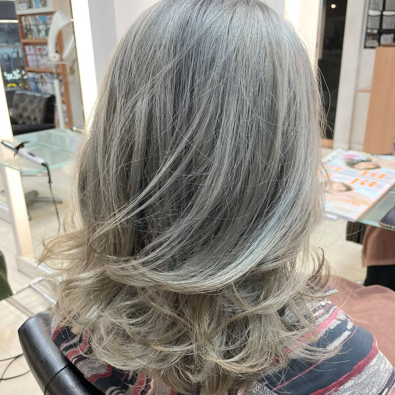 外国人風カラー ホワイトアッシュ エレガント ブリーチヘアスタイルや髪型の写真・画像