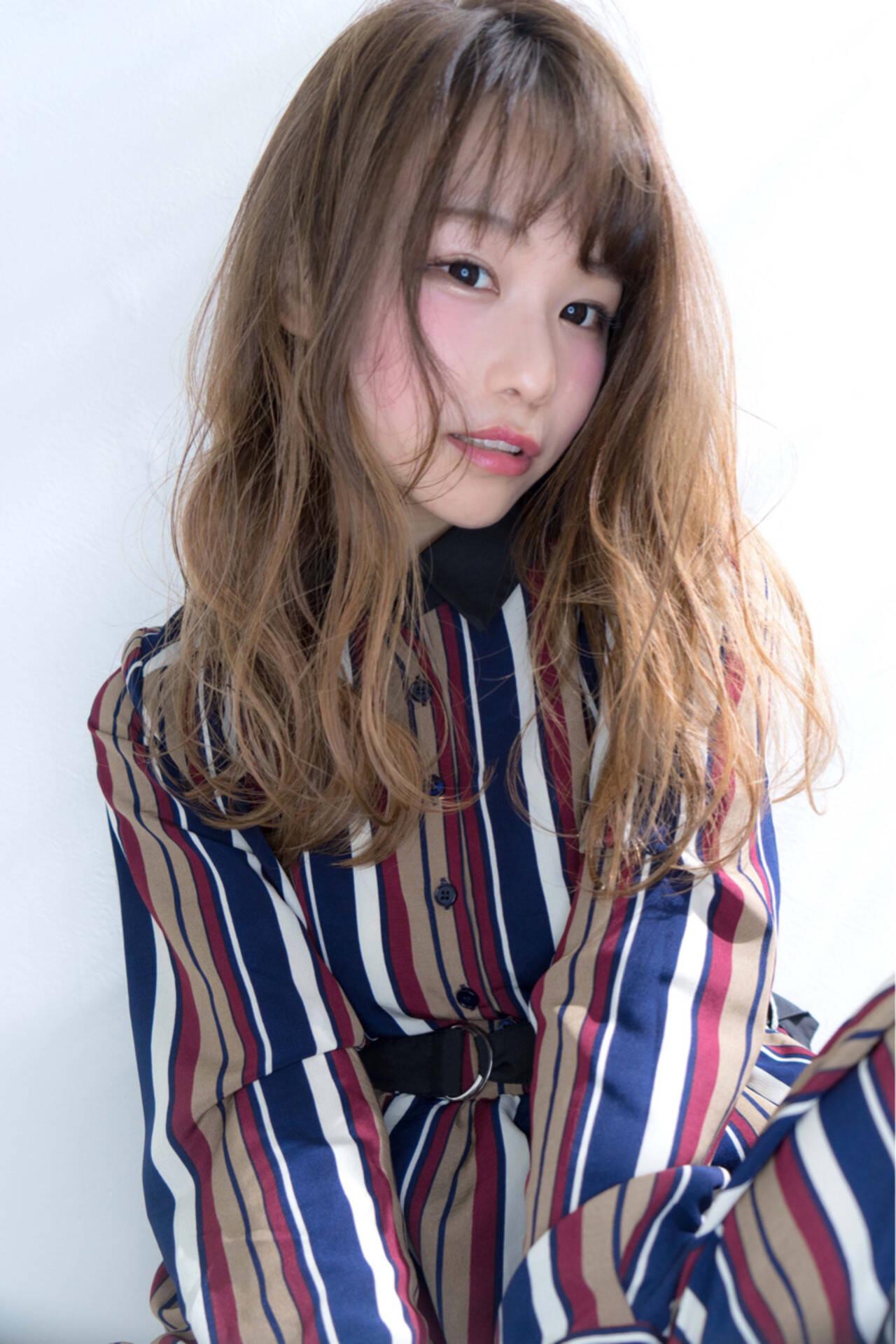 フェミニン ハイライト バレイヤージュ セミロングヘアスタイルや髪型の写真・画像