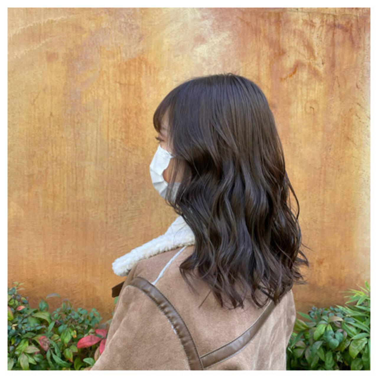 アッシュブラウン グレージュ セミロング ナチュラルヘアスタイルや髪型の写真・画像