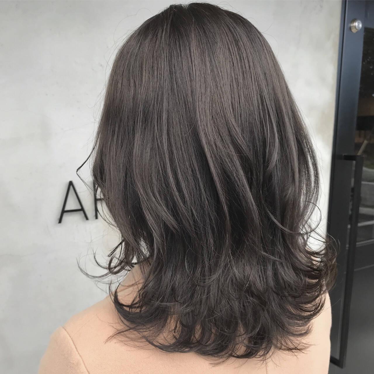 コンサバ 外国人風カラー セミロング グレージュヘアスタイルや髪型の写真・画像