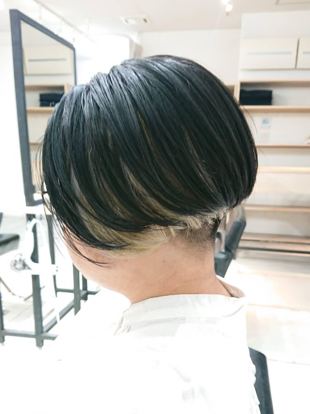インナーカラー ハンサムショート デザインカラー モードヘアスタイルや髪型の写真・画像
