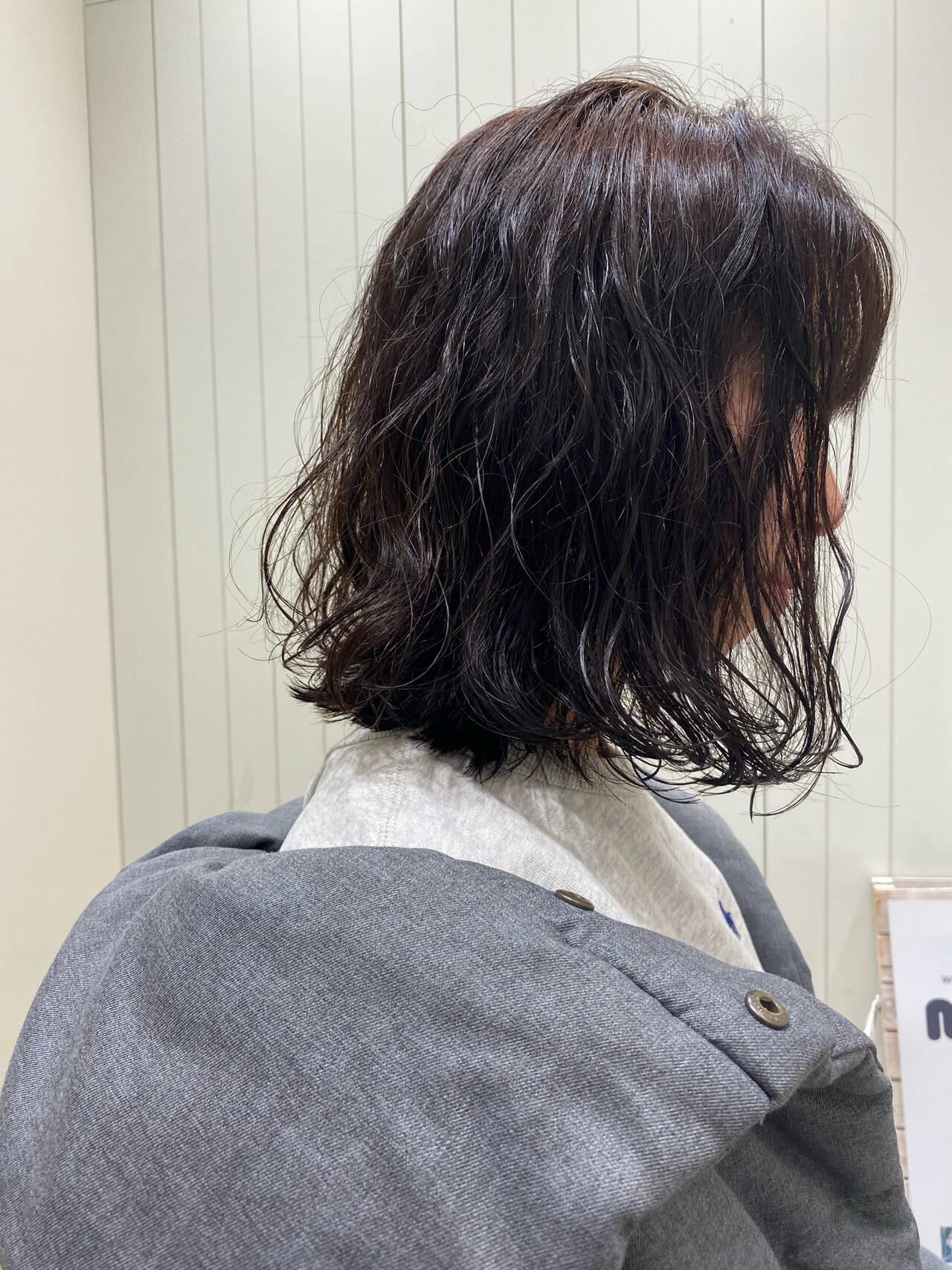ナチュラル ゆるふわパーマ ミディアム 無造作パーマヘアスタイルや髪型の写真・画像