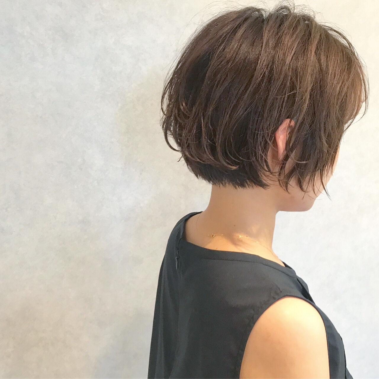 ショート ヘアアレンジ ナチュラル オフィスヘアスタイルや髪型の写真・画像
