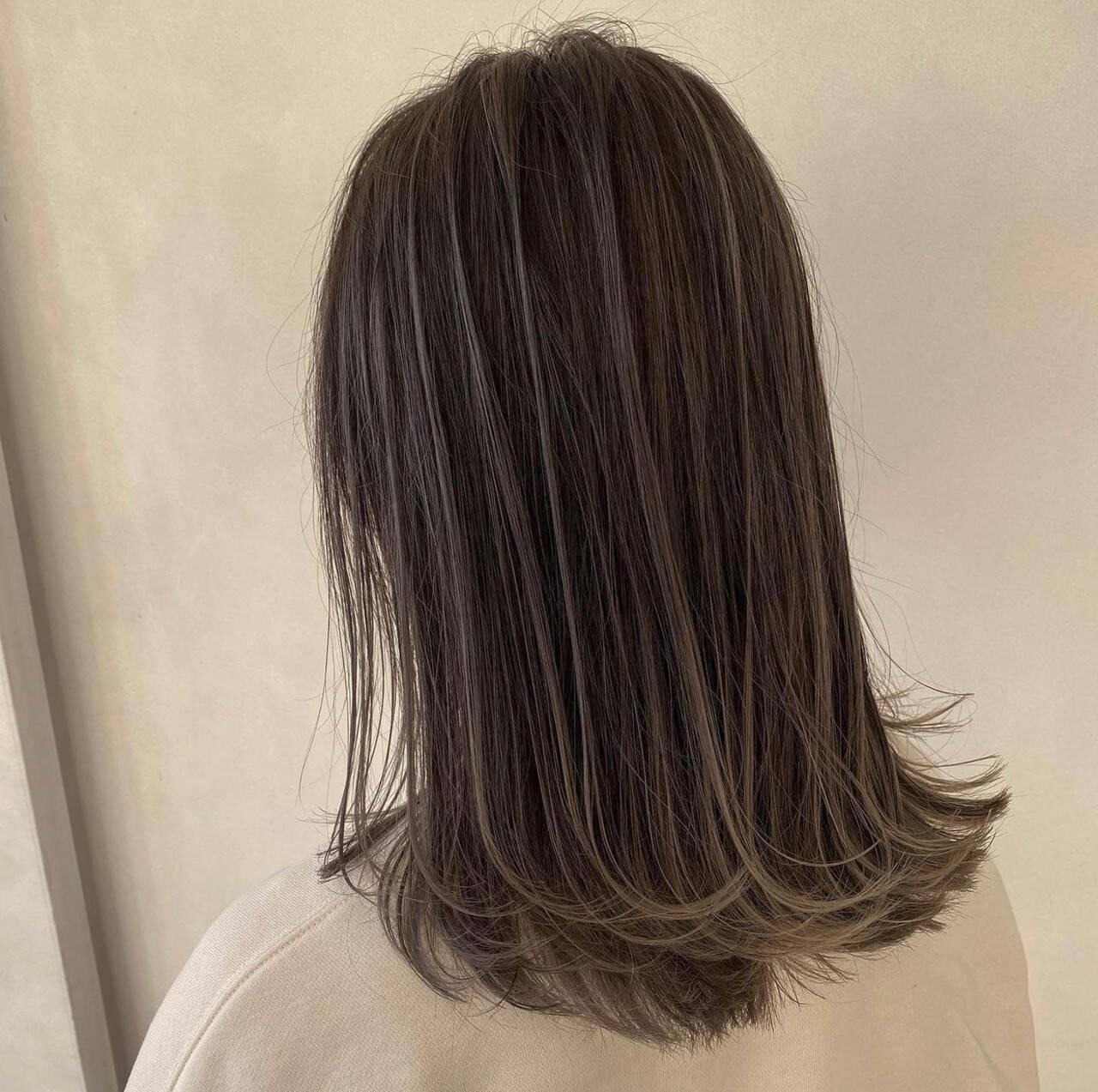 バレイヤージュ セミロング エアータッチ ハイライトヘアスタイルや髪型の写真・画像