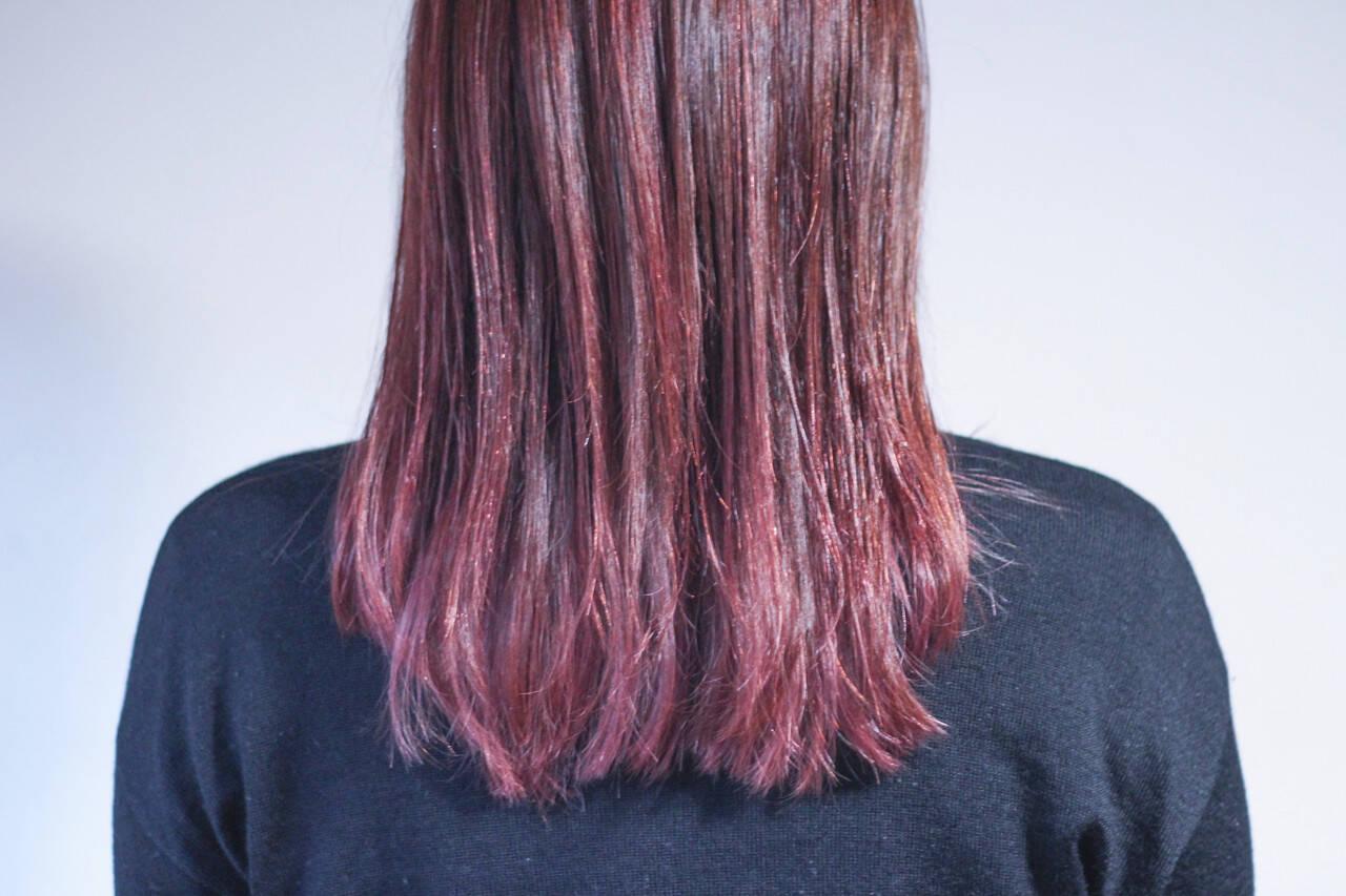 ベリーピンク ピンク ナチュラル セミロングヘアスタイルや髪型の写真・画像