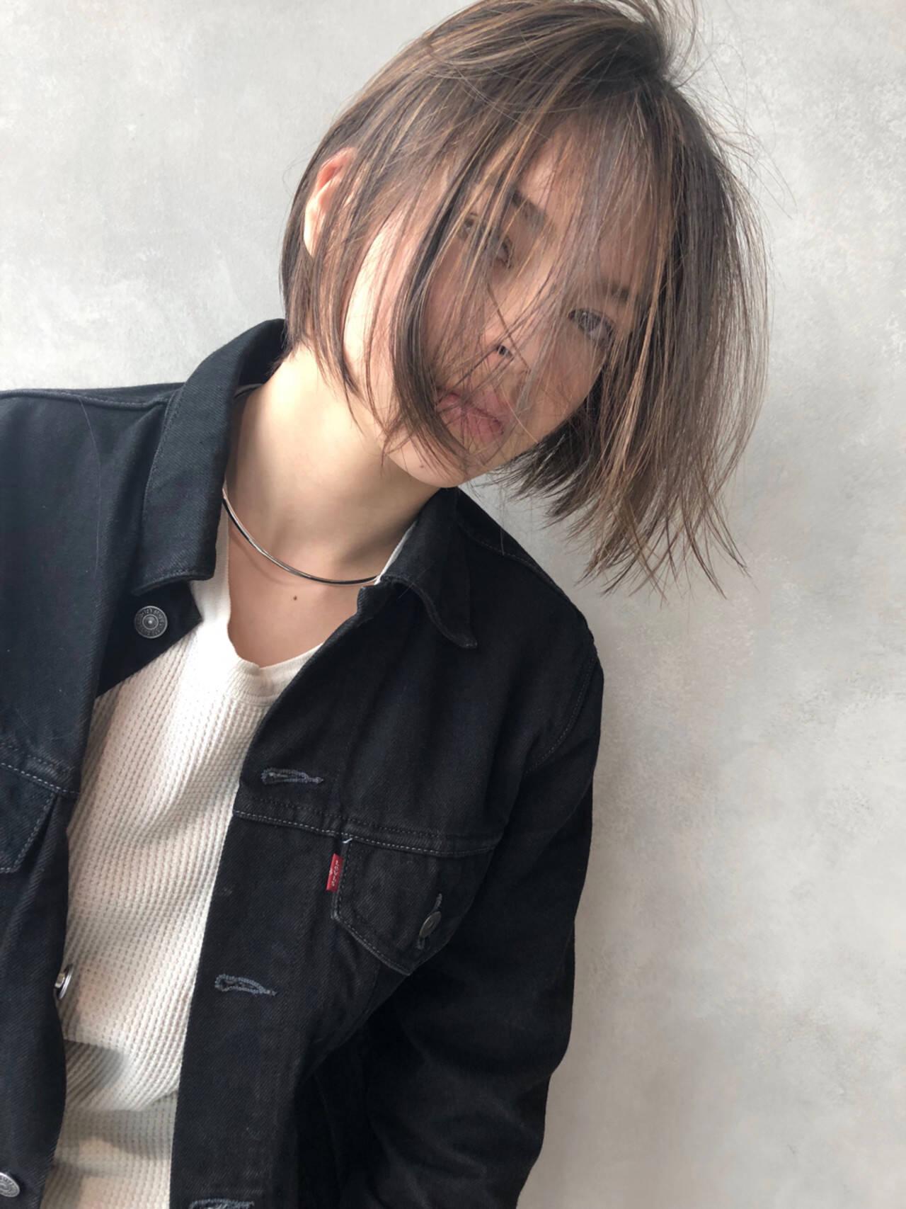 アンニュイ ハイライト アッシュ ボブヘアスタイルや髪型の写真・画像