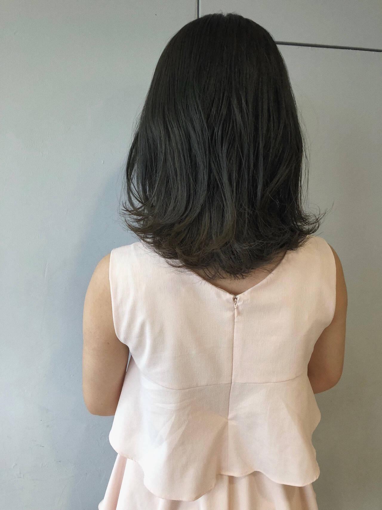 ブルーアッシュ ミディアム デート 暗髪ヘアスタイルや髪型の写真・画像