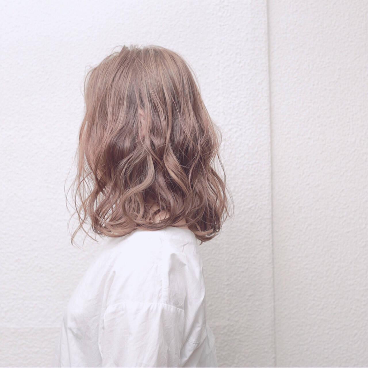 ゆるふわ 大人かわいい ミディアム アッシュヘアスタイルや髪型の写真・画像