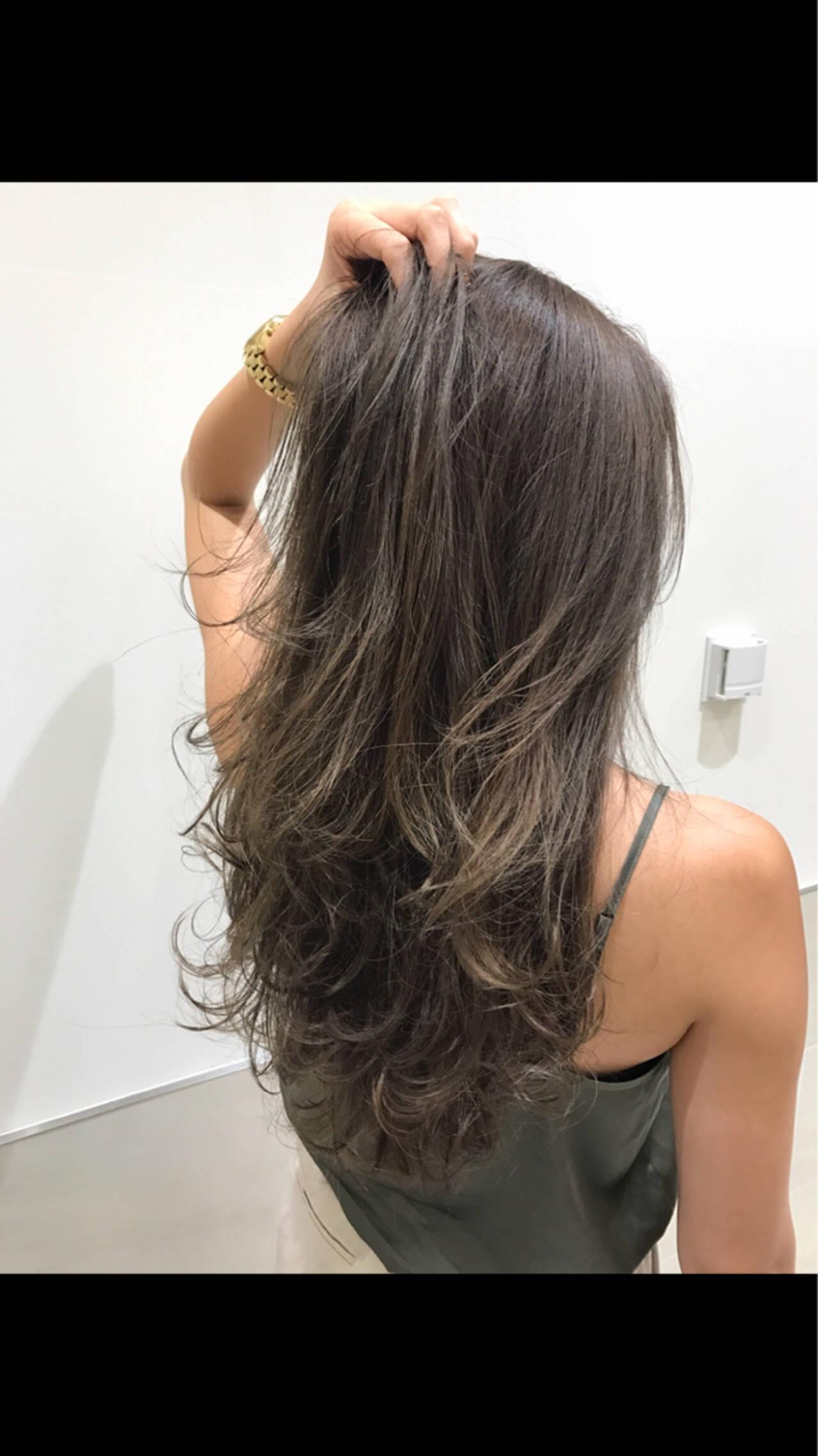 レイヤーカット ナチュラル グラデーションカラー ブラウンベージュヘアスタイルや髪型の写真・画像