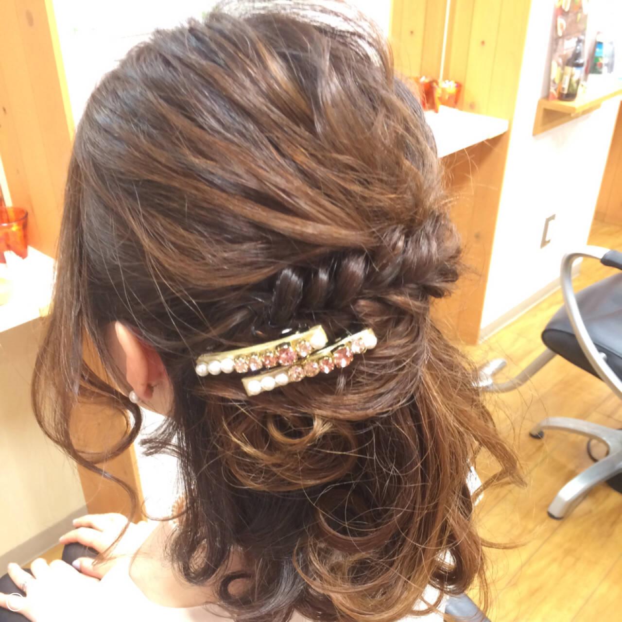 ねじり ミディアム 時短 二次会ヘアスタイルや髪型の写真・画像