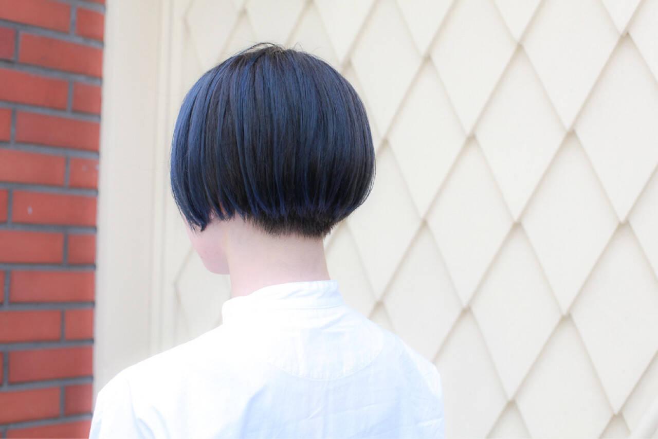 ブリーチ ブルー ショートボブ ネイビーヘアスタイルや髪型の写真・画像