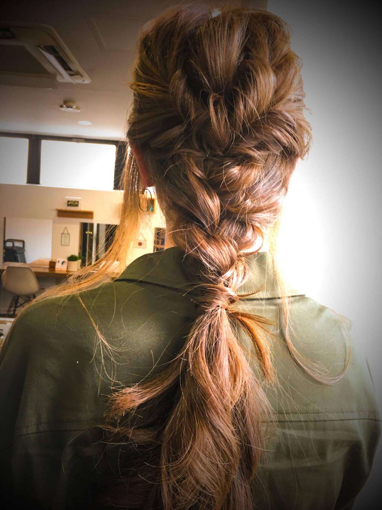 ナチュラル リラックス 編み込み ヘアアレンジヘアスタイルや髪型の写真・画像