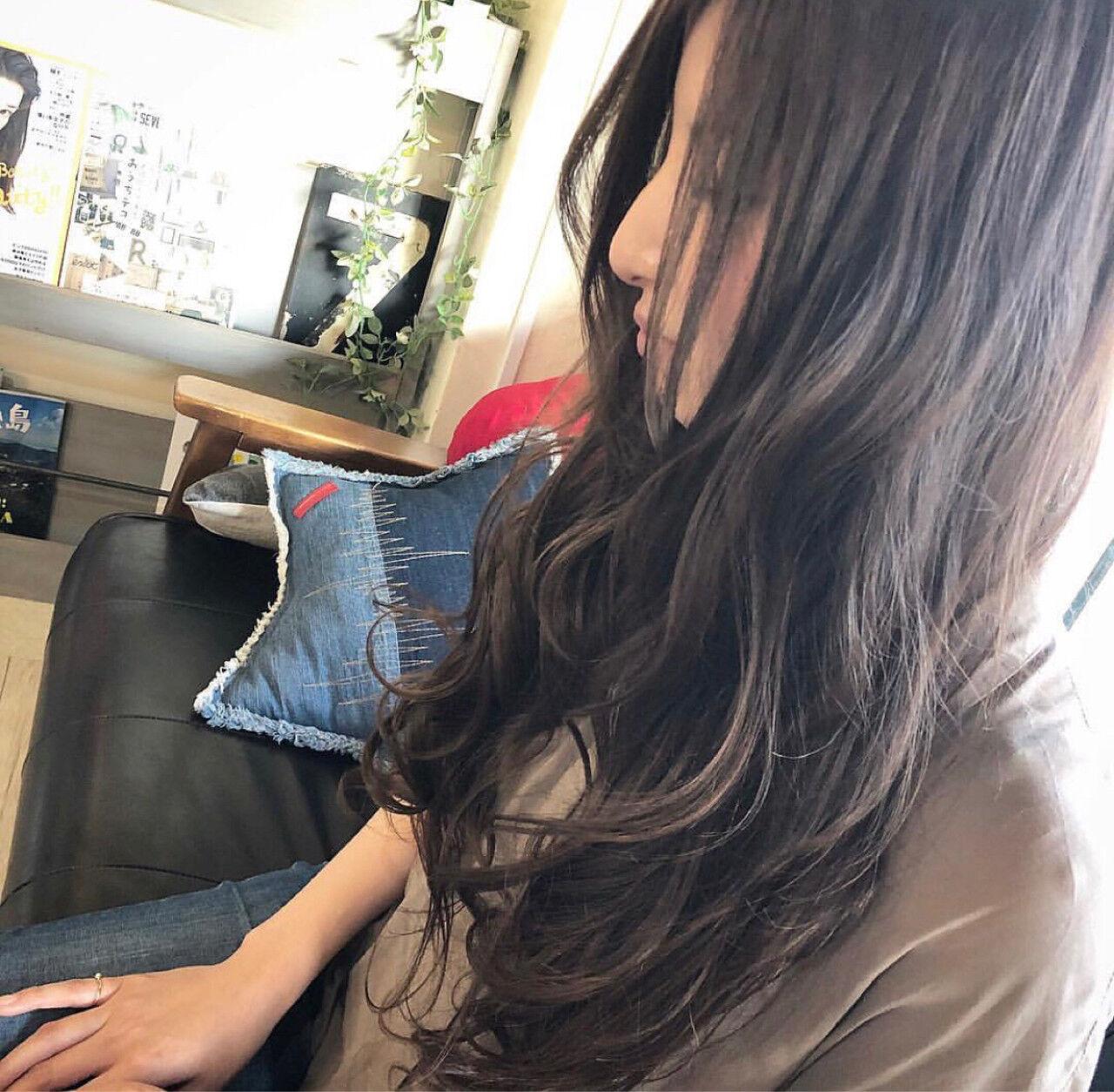 アッシュ グレー ロング ハイライトヘアスタイルや髪型の写真・画像