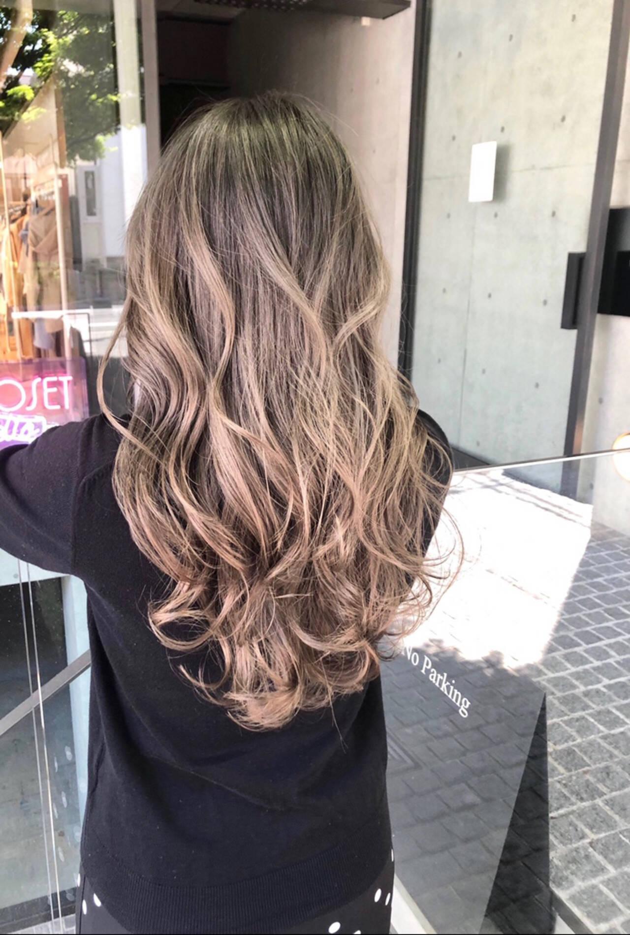 ロング ハイライト ストリート ミルクティーグレージュヘアスタイルや髪型の写真・画像