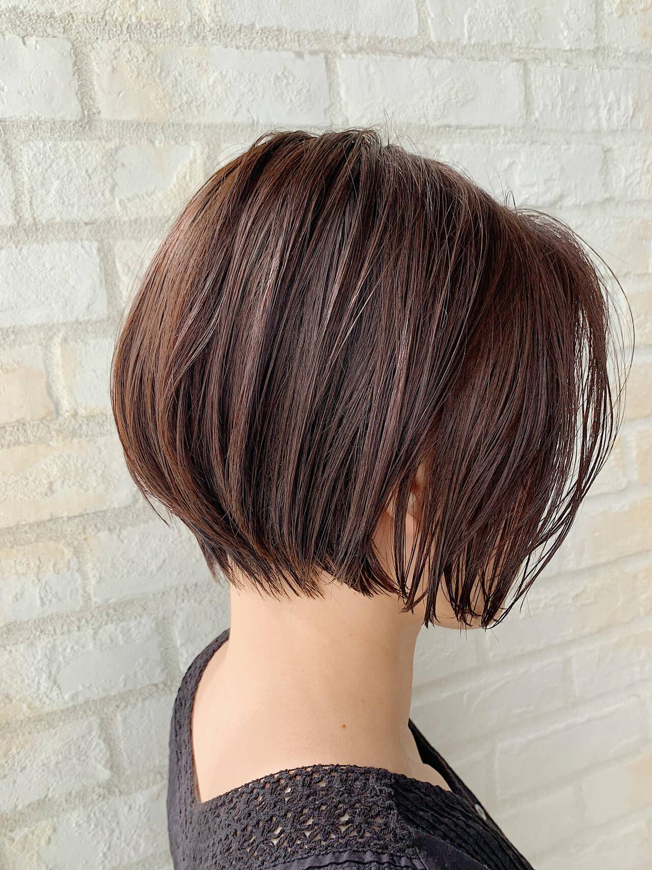 オフィス デート ショートヘア ナチュラルヘアスタイルや髪型の写真・画像