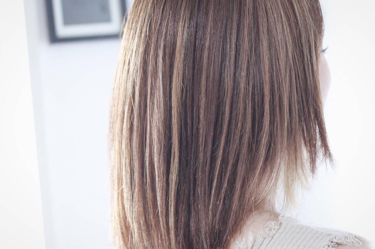 3Dハイライト アッシュグレージュ ナチュラル セミロングヘアスタイルや髪型の写真・画像