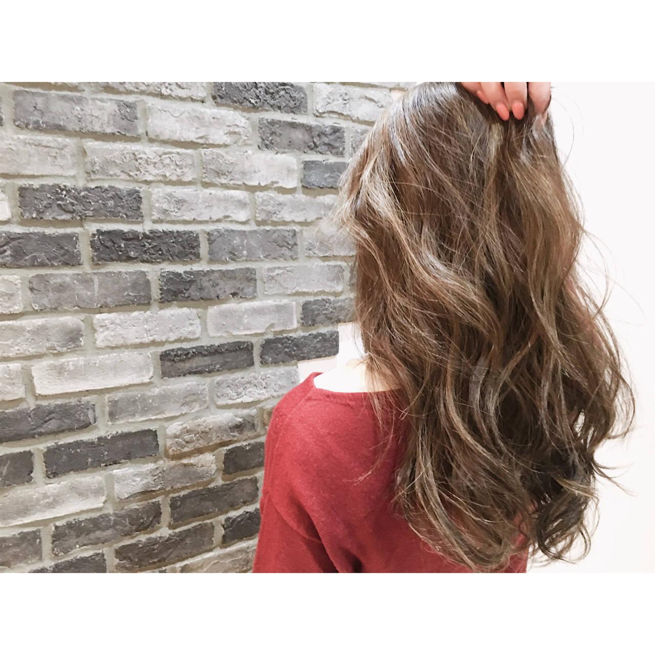 ロング グレージュ ストリート ハイライトヘアスタイルや髪型の写真・画像
