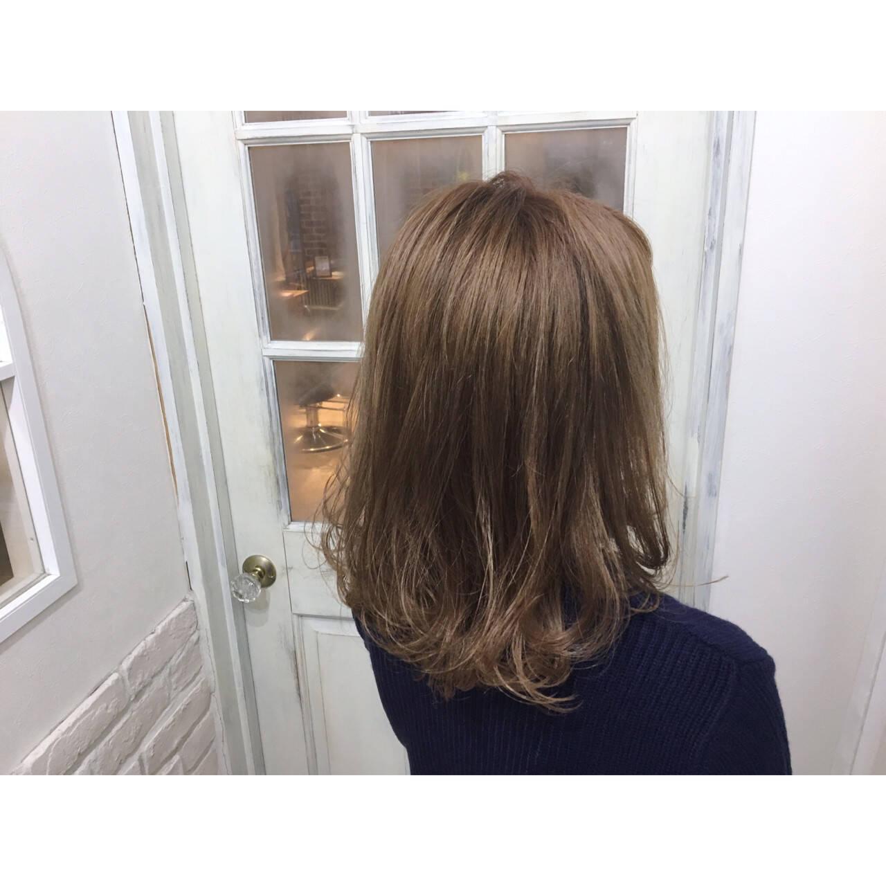 ハイトーン ベージュゴールド ダブルカラー 大人かわいいヘアスタイルや髪型の写真・画像