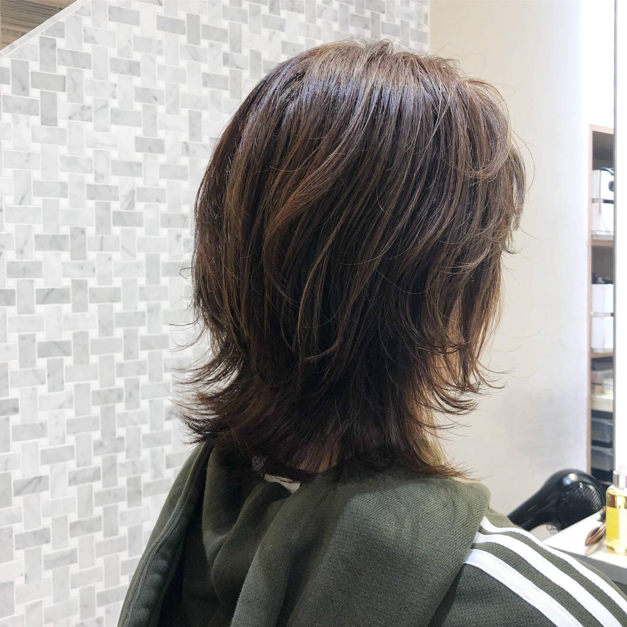 ウルフ女子 ウルフカット ナチュラル ミディアムレイヤーヘアスタイルや髪型の写真・画像