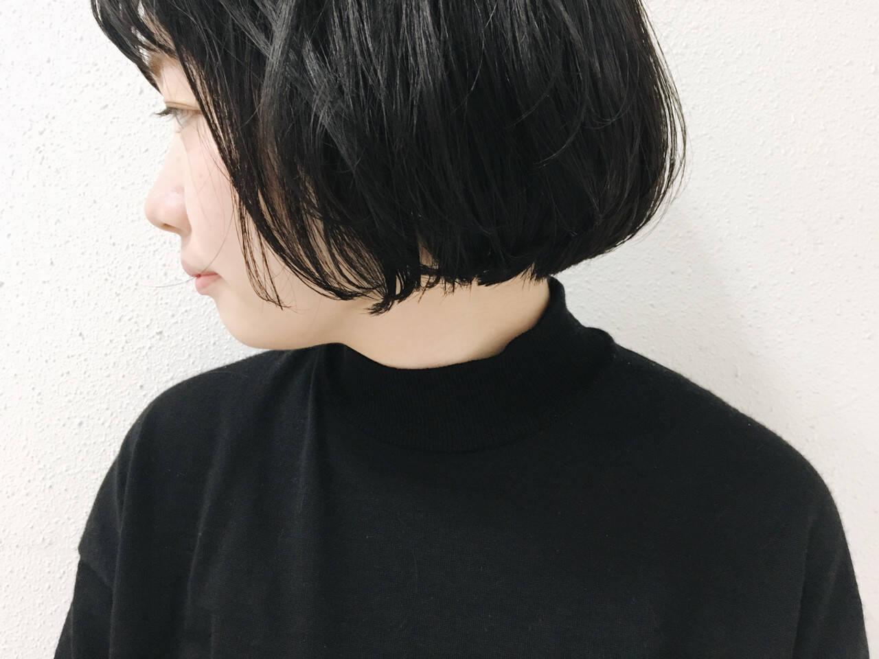 ショート アッシュ 暗髪 切りっぱなしヘアスタイルや髪型の写真・画像