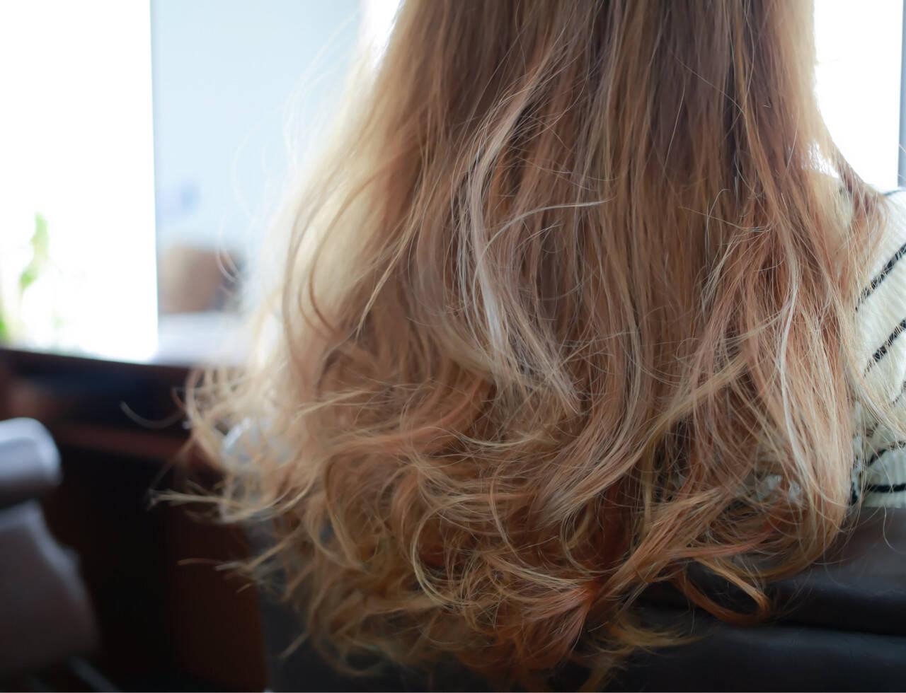 セミロング グレージュ ダブルカラー グラデーションカラーヘアスタイルや髪型の写真・画像