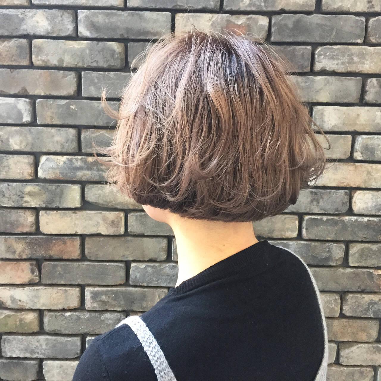ボブ フェミニン アッシュ 外ハネヘアスタイルや髪型の写真・画像