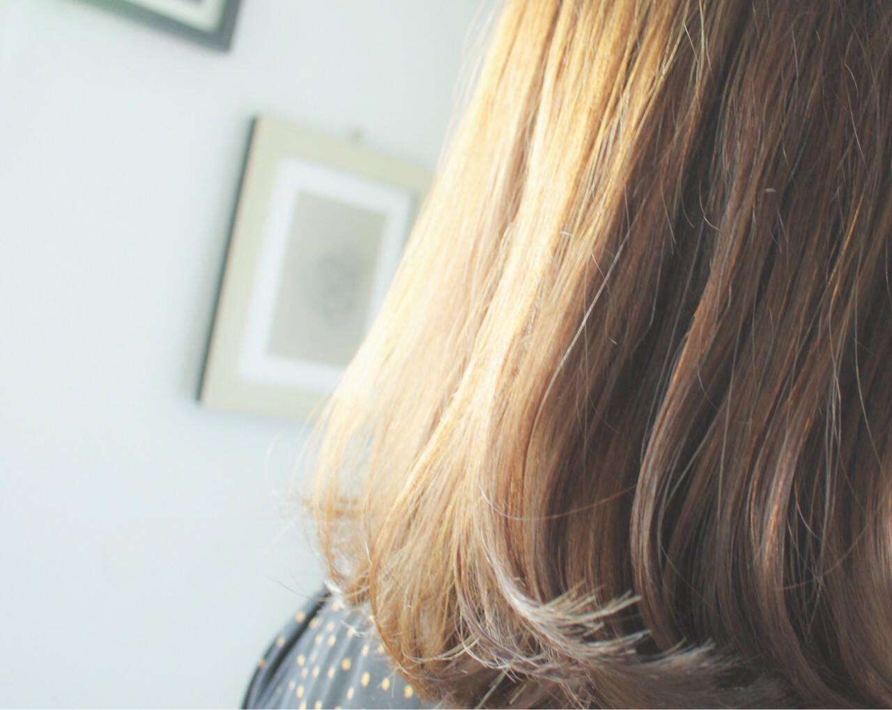 セミロング ナチュラル 透明感 ミルクティーベージュヘアスタイルや髪型の写真・画像