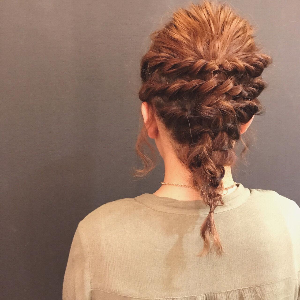 波ウェーブ ヘアアレンジ ミディアム ツイストヘアスタイルや髪型の写真・画像