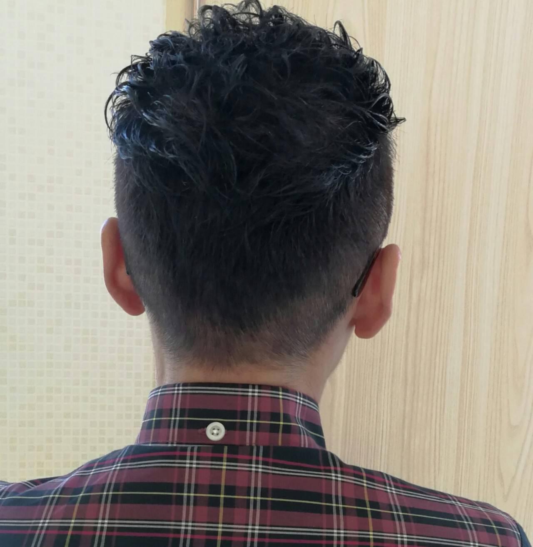 ショート 暗髪 パーマ 刈り上げヘアスタイルや髪型の写真・画像