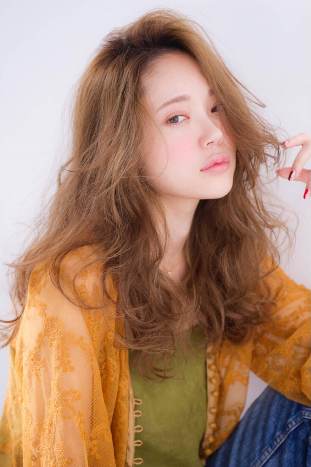 ヌーディーベージュ ロング 抜け感 イルミナカラーヘアスタイルや髪型の写真・画像