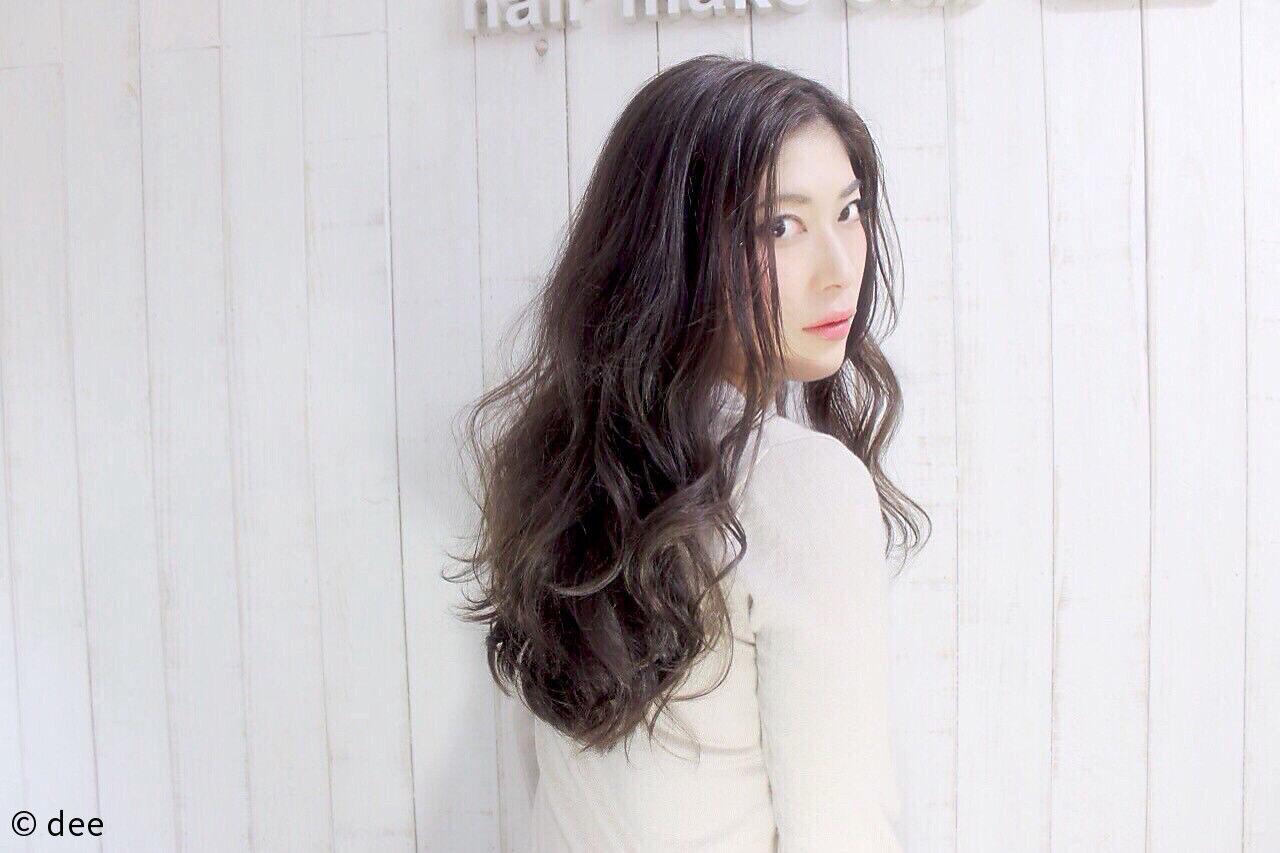 外国人風 グレージュ ラフ ロングヘアスタイルや髪型の写真・画像