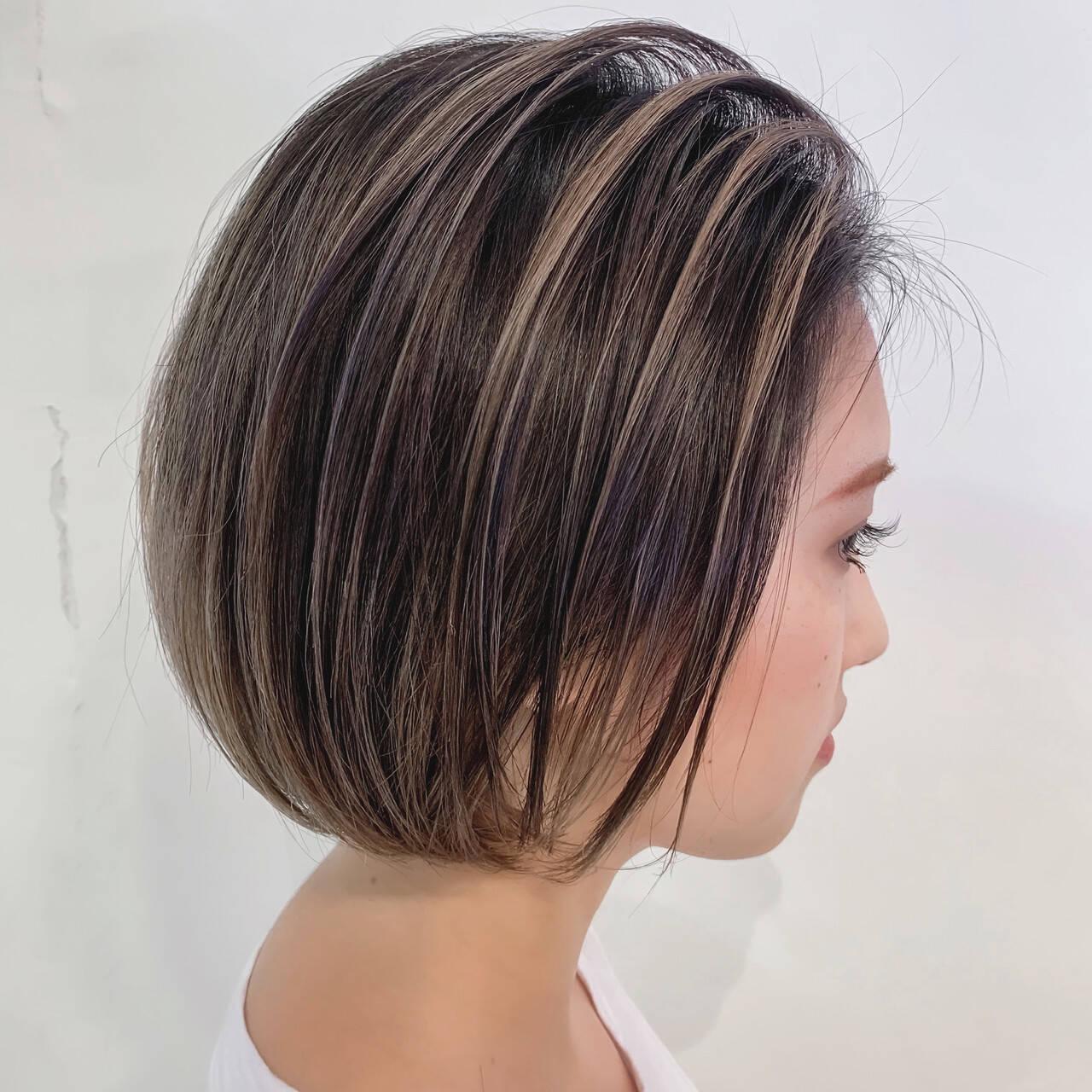 白髪染め ミルクティーベージュ 極細ハイライト ナチュラルヘアスタイルや髪型の写真・画像