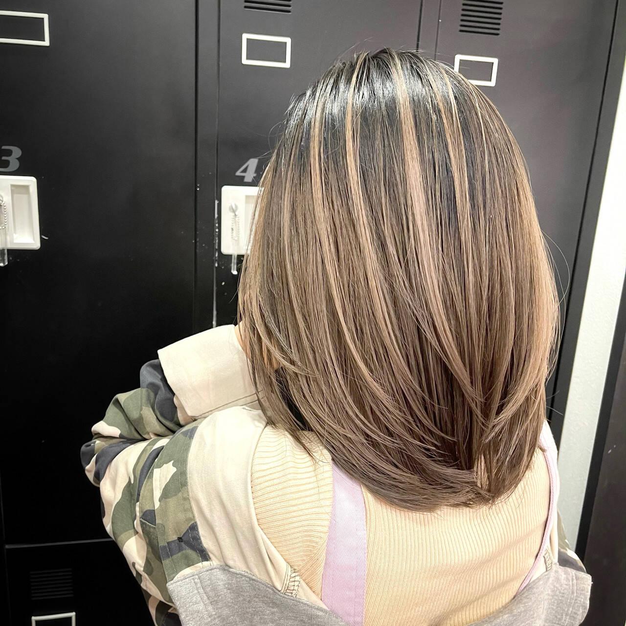 ミディアムレイヤー アンニュイ レイヤーカット 外国人風カラーヘアスタイルや髪型の写真・画像
