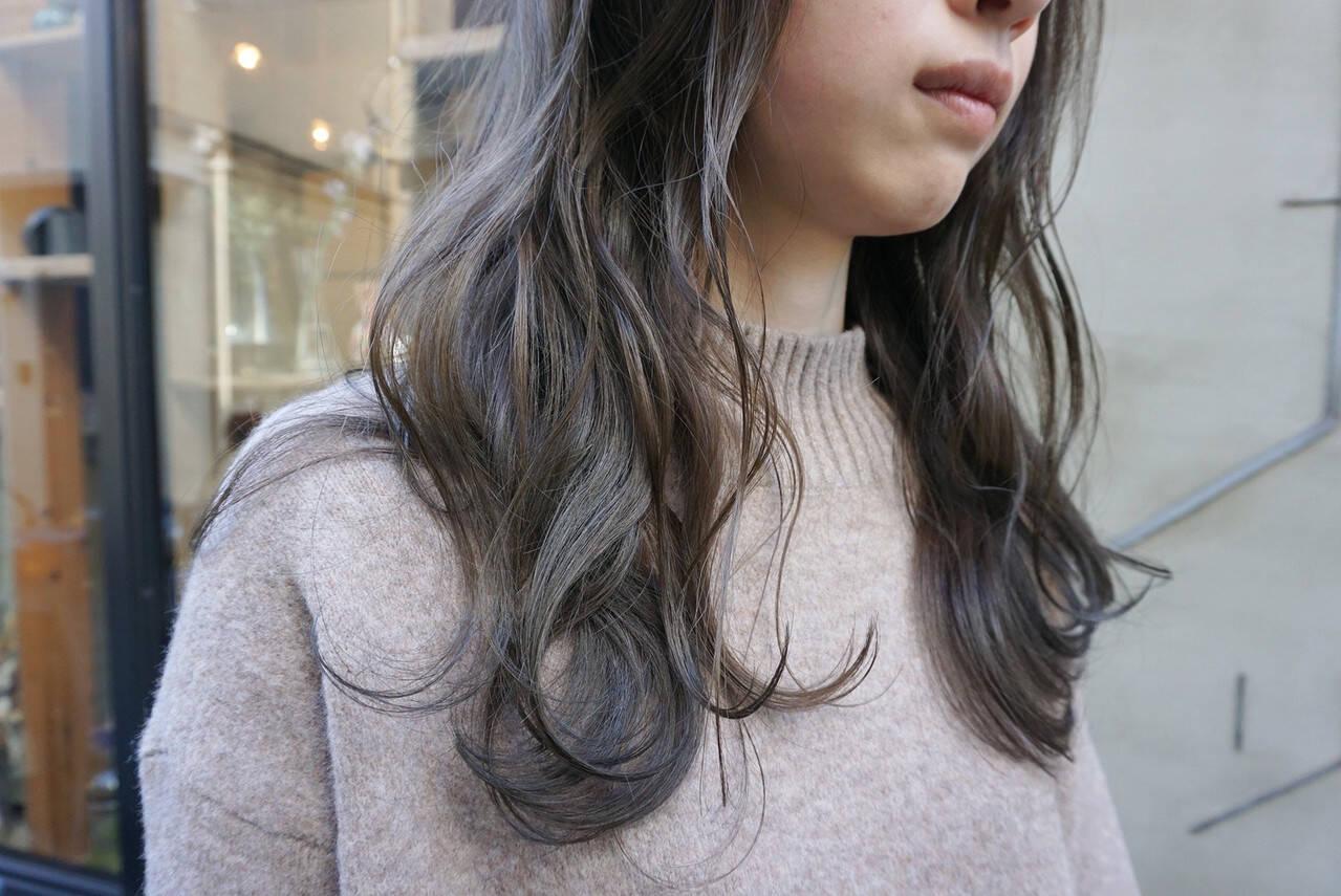 ナチュラル 暗髪 くすみベージュ くすみカラーヘアスタイルや髪型の写真・画像