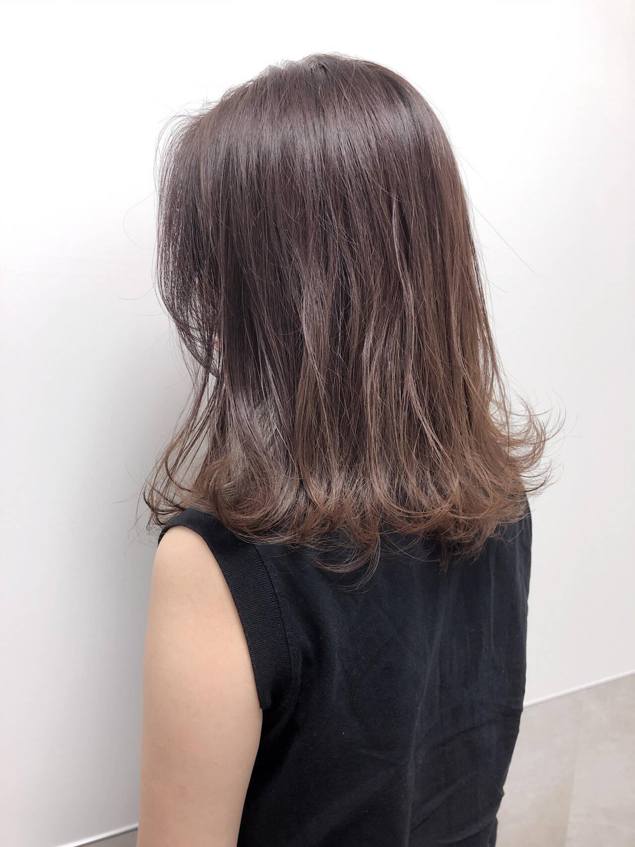 レイヤーカット ベージュ シアーベージュ ヌーディベージュヘアスタイルや髪型の写真・画像