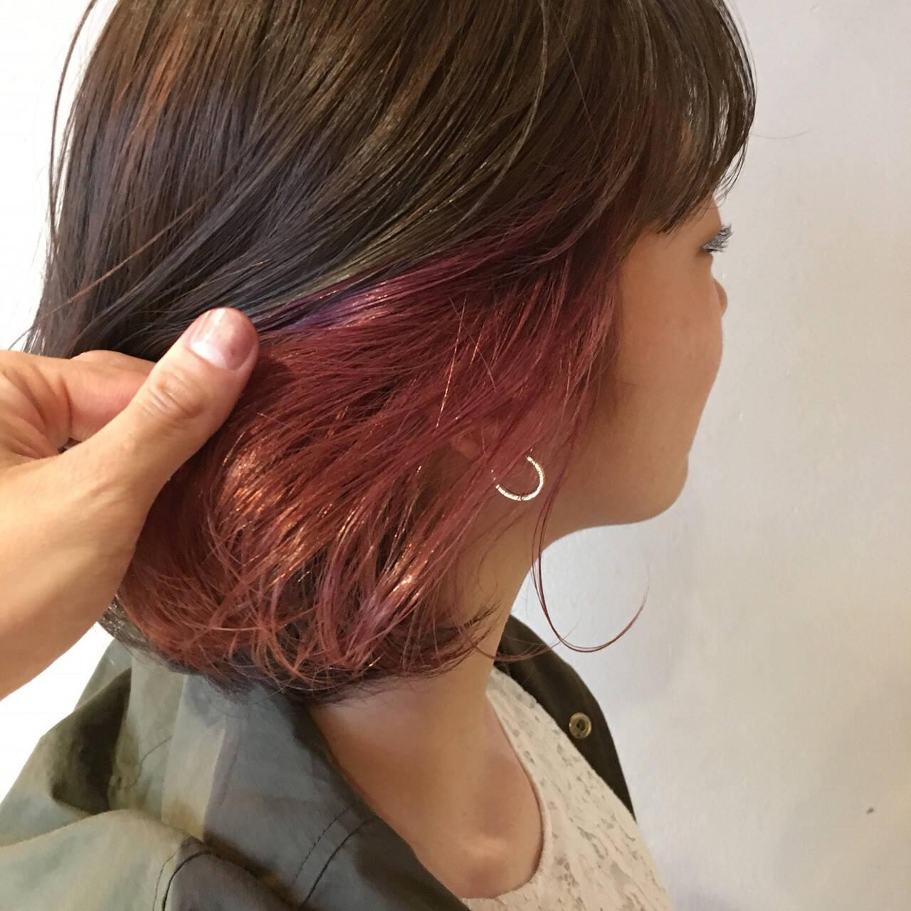 コリアンピンク ピンクアッシュ インナーカラー インナーカラーレッドヘアスタイルや髪型の写真・画像