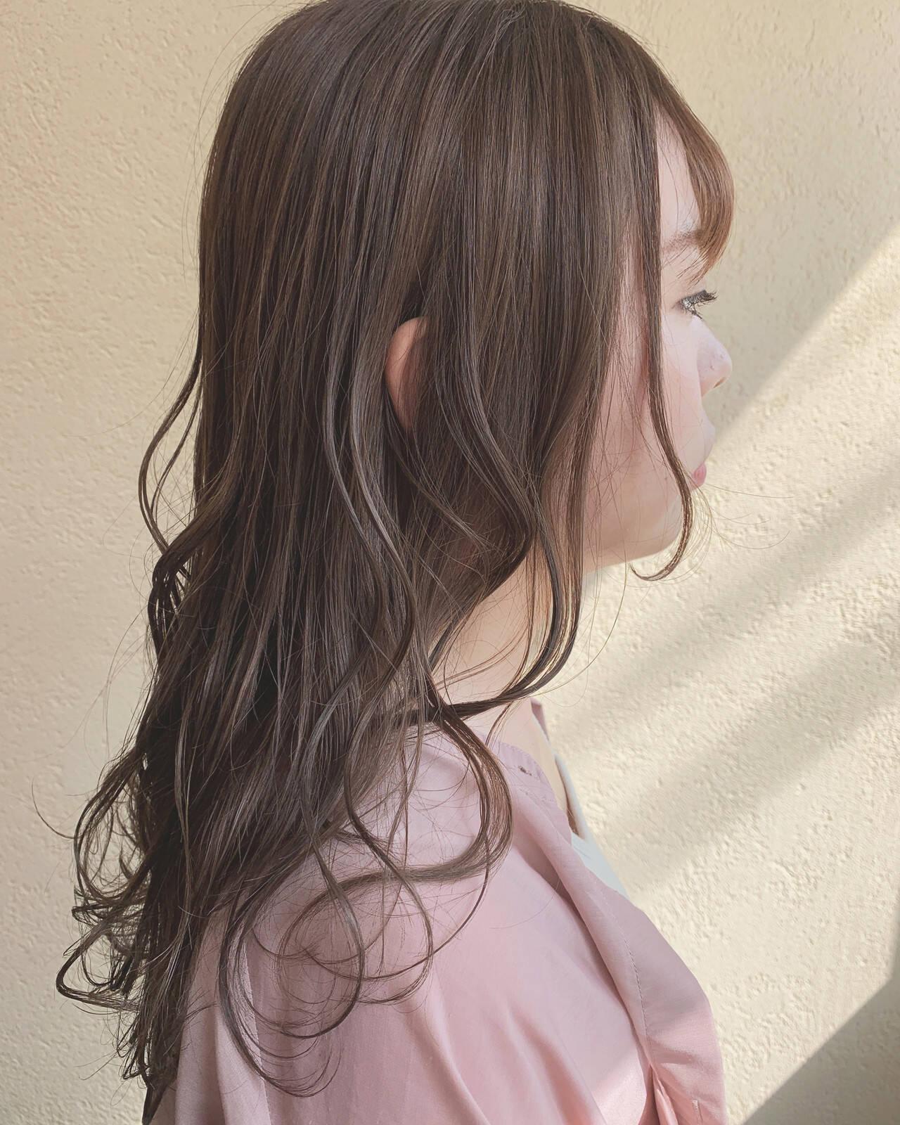 オリーブグレージュ ナチュラル レイヤーカット ロングヘアスタイルや髪型の写真・画像