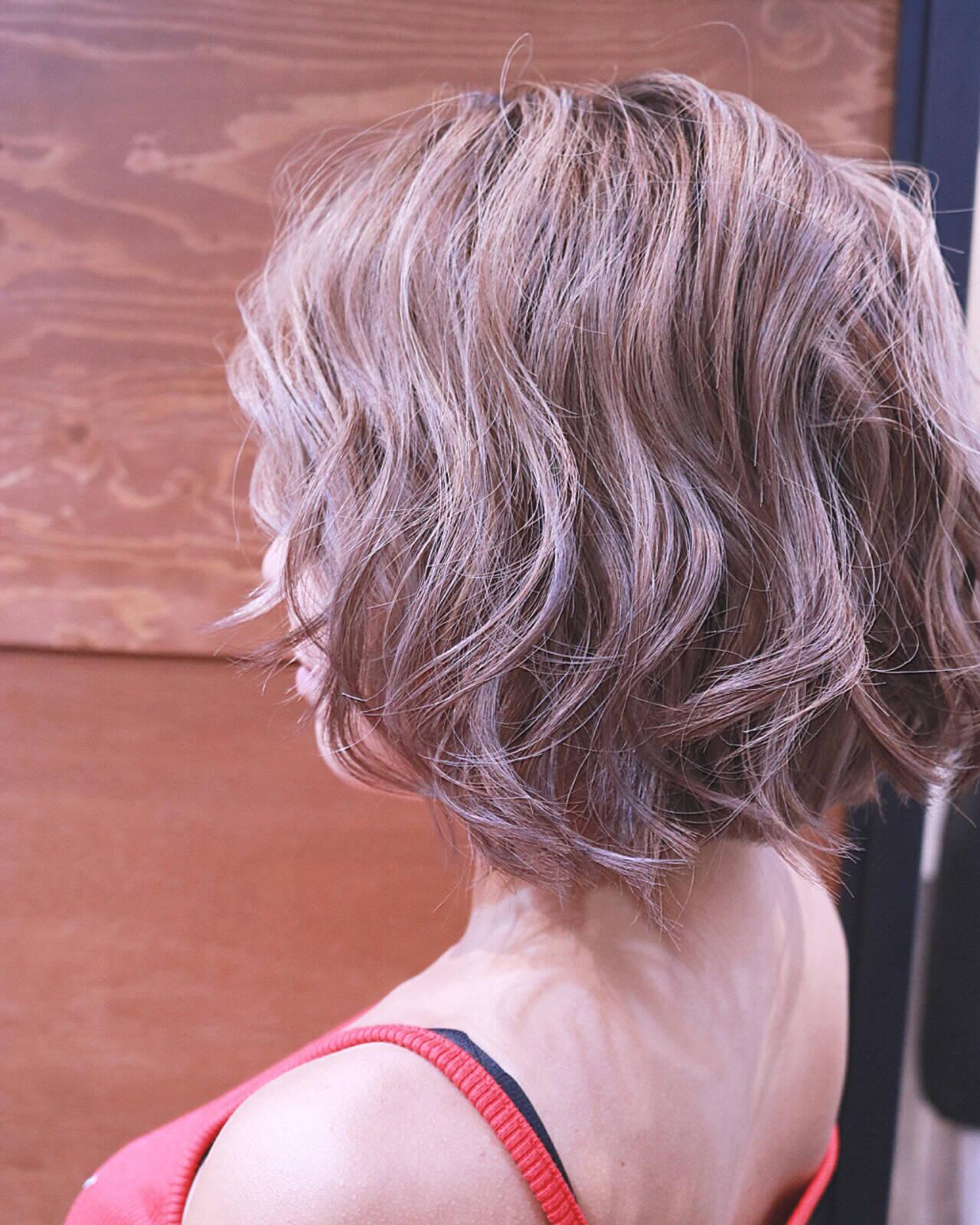 バレイヤージュ ボブ ハイライト 夏ヘアスタイルや髪型の写真・画像