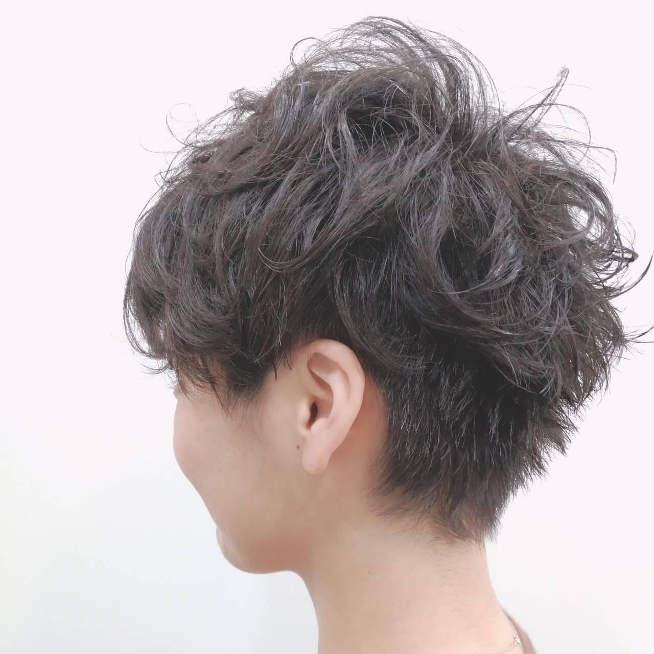 ツーブロック 黒髪 ウェーブ ストリートヘアスタイルや髪型の写真・画像