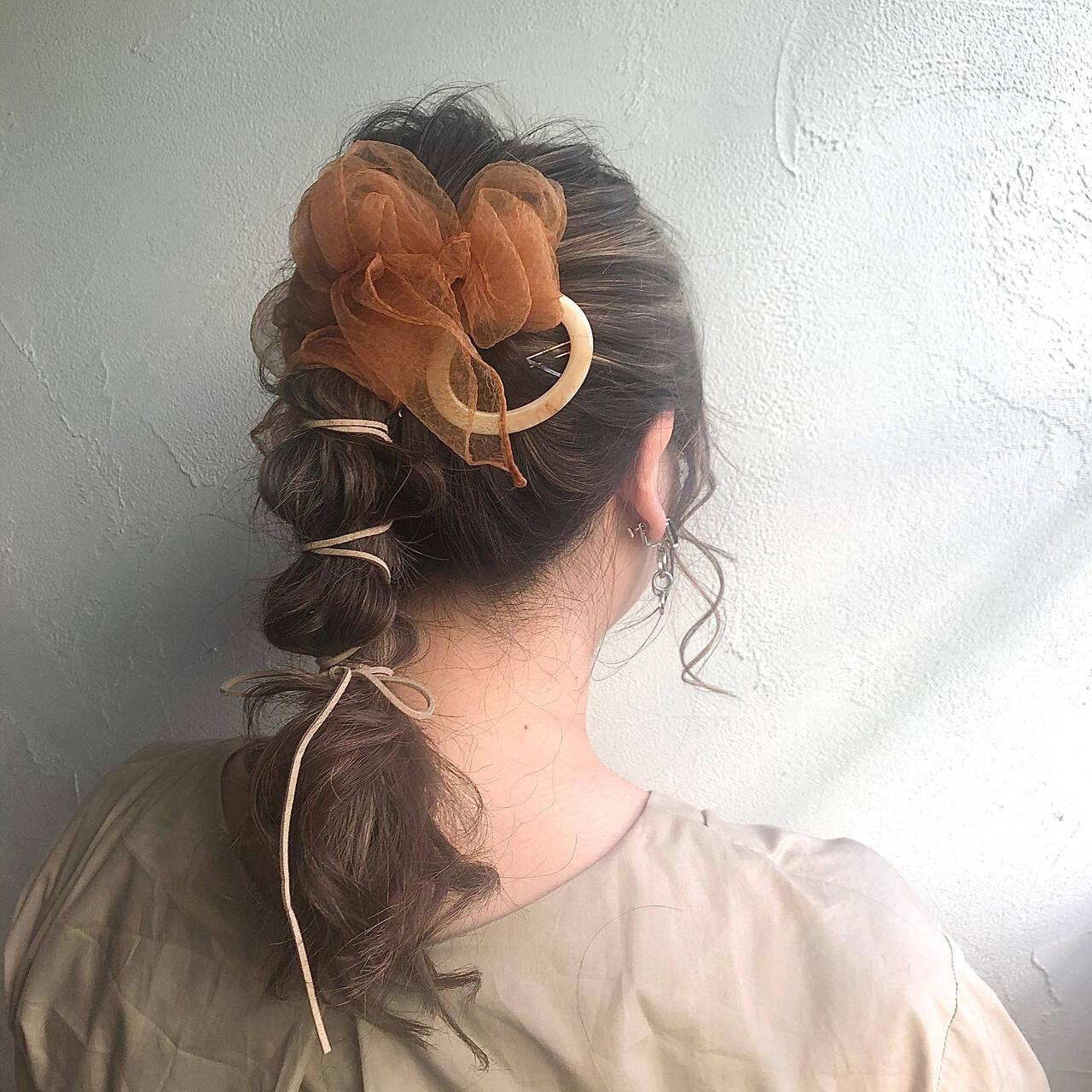ヘアセット おしゃれ ポニーテールアレンジ フェミニンヘアスタイルや髪型の写真・画像
