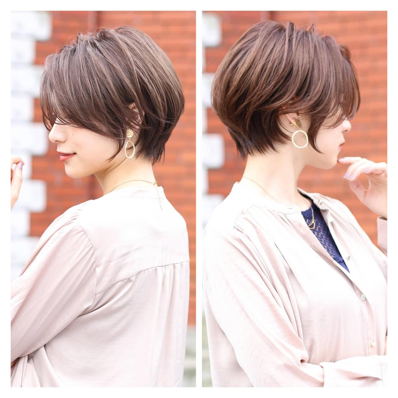 ショート ショートヘア ナチュラル ベージュヘアスタイルや髪型の写真・画像