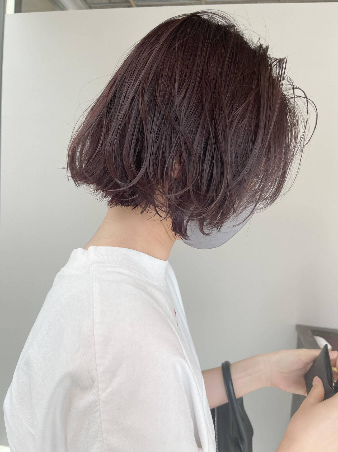 ミルクティーグレージュ ミルクグレージュ ゆるふわパーマ ナチュラルヘアスタイルや髪型の写真・画像