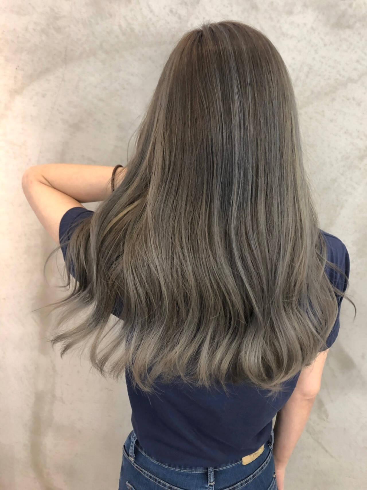 ロング レイヤーロングヘア グレージュ バレイヤージュヘアスタイルや髪型の写真・画像