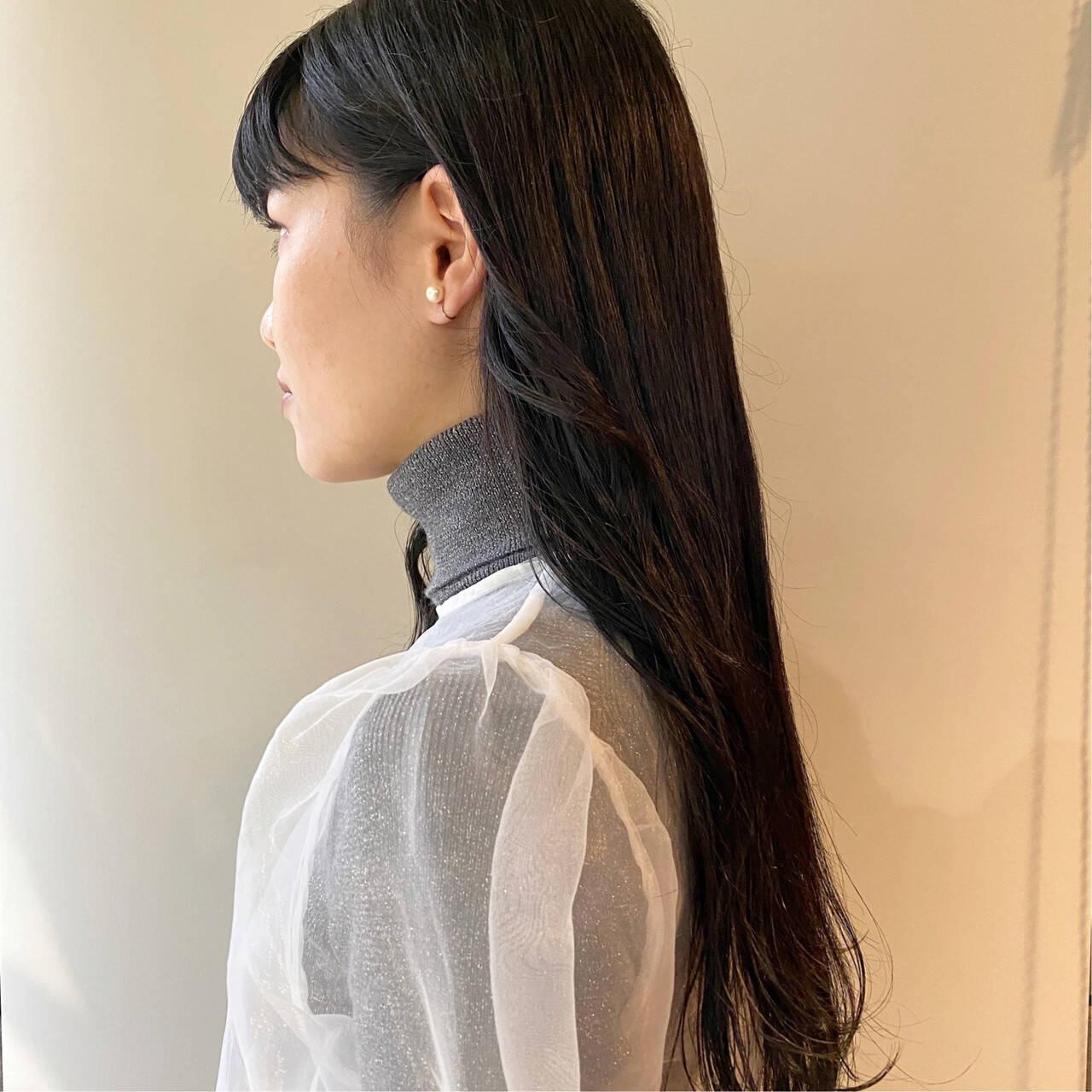 ブラックグレー ロング アッシュブラック ブリーチ無しヘアスタイルや髪型の写真・画像