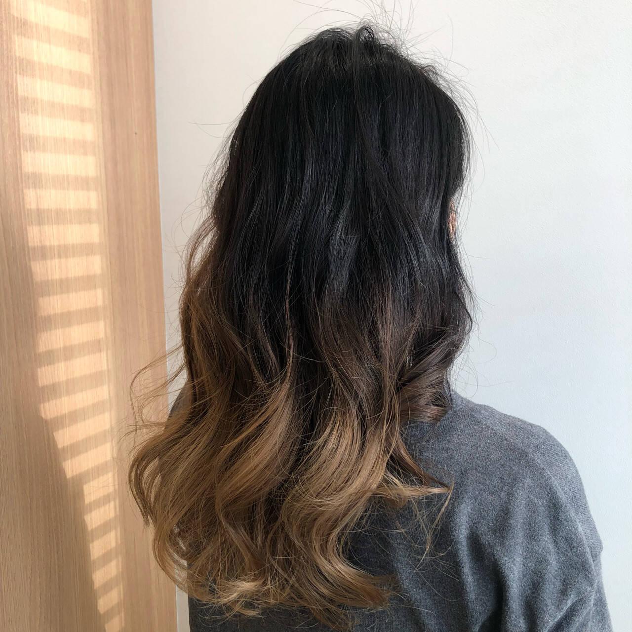 ロング ブリーチ ミルクティーベージュ モードヘアスタイルや髪型の写真・画像