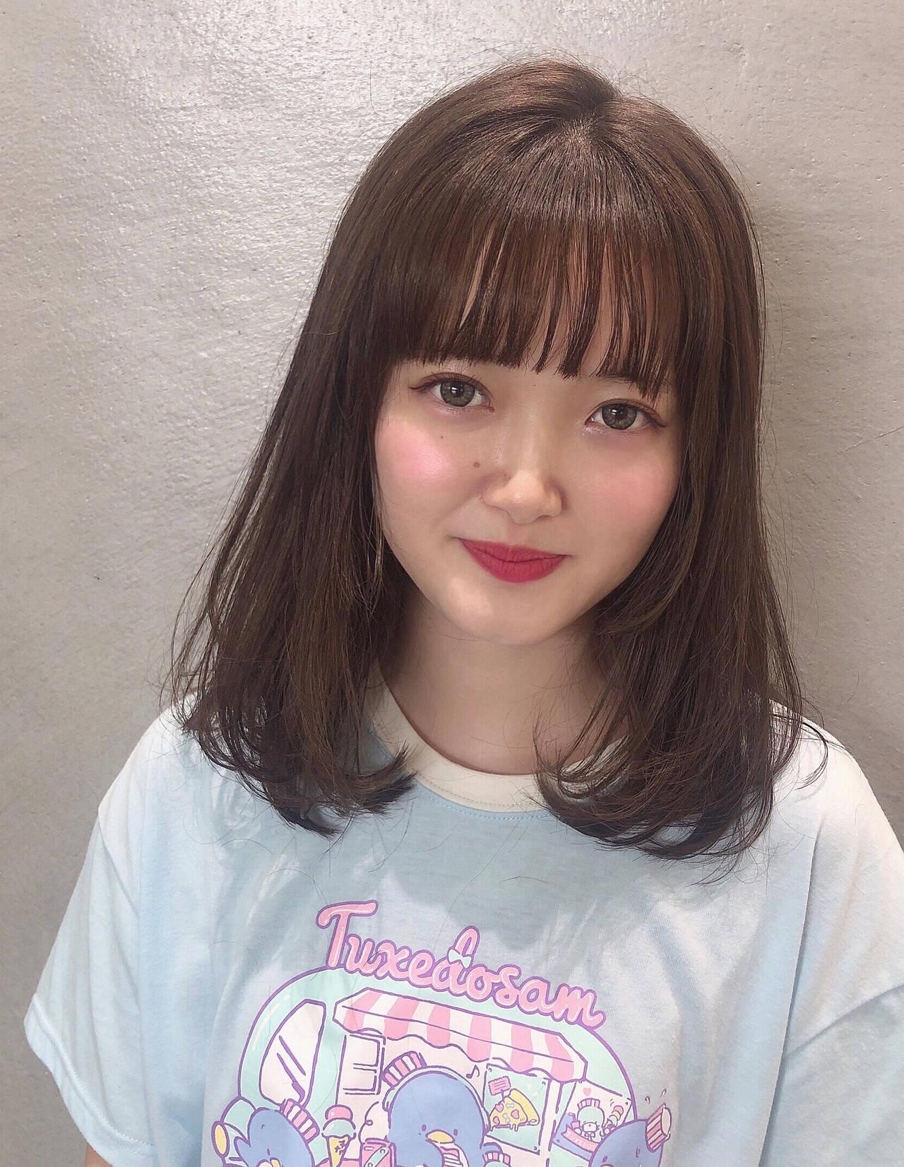 ミルクティーベージュ ミディアム ナチュラル ショコラブラウンヘアスタイルや髪型の写真・画像