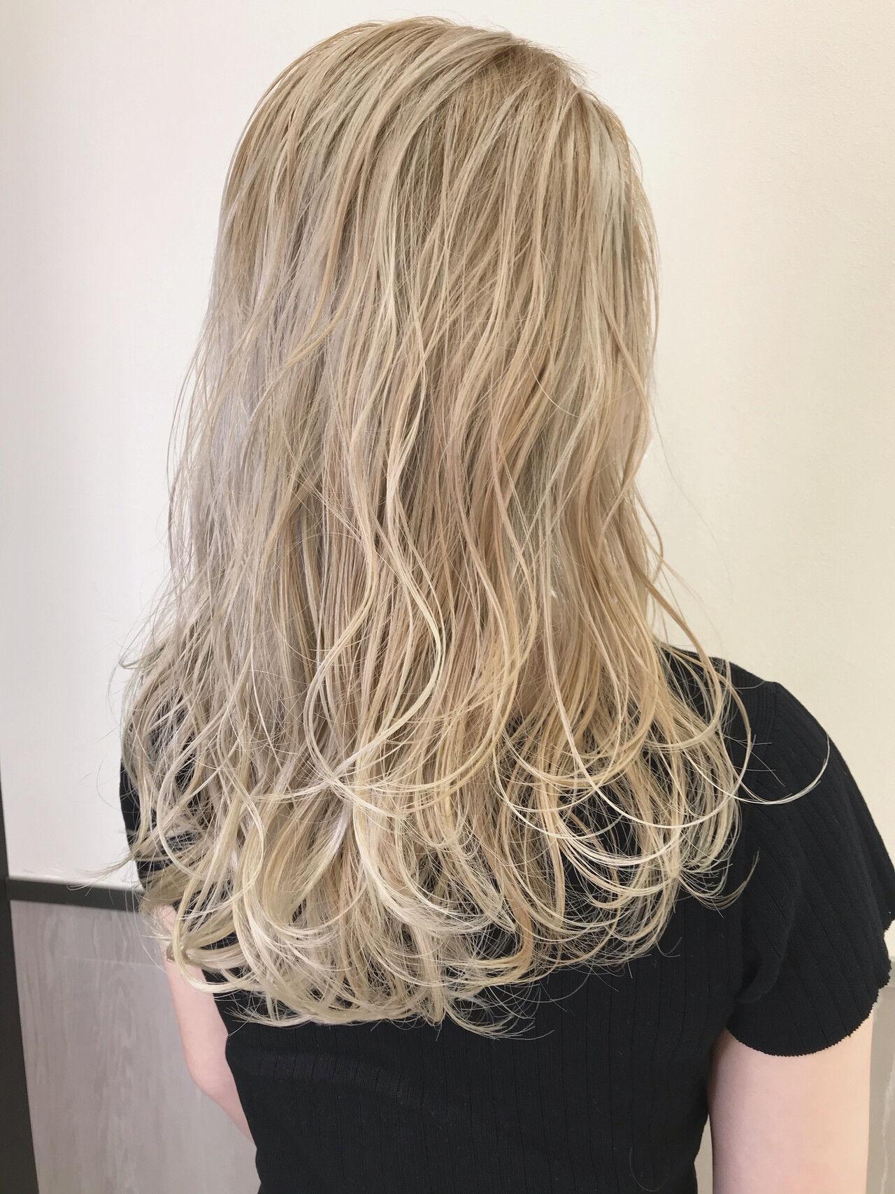 まとめ髪 ヘアアレンジ インナーカラー プラチナブロンドヘアスタイルや髪型の写真・画像